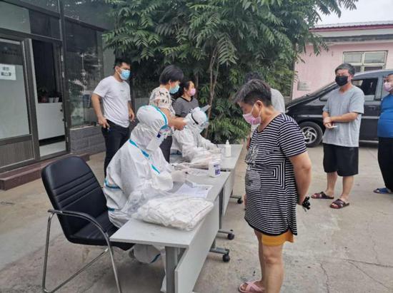 北京大兴黄村镇逐户排查 完成12791人核酸检测图片