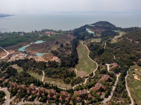 滇池沿岸:整改糊弄十余年 长腰山90%以上表面积遭破坏图片