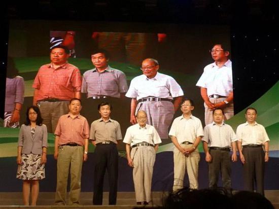 张斌先生和几代学生在一起