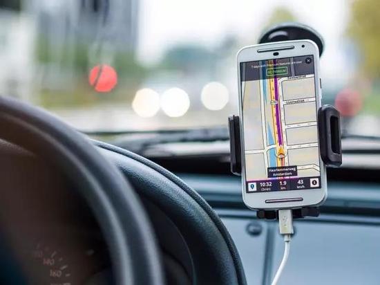 GPS用途主要为两方面,军用和民用。