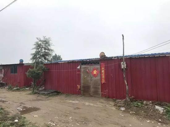 ▲刘振华家门前。新京报记者贾世煜 摄
