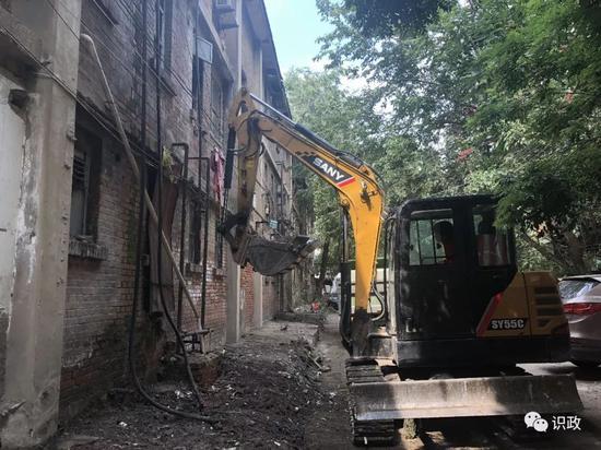 拆迁区清理建筑垃圾