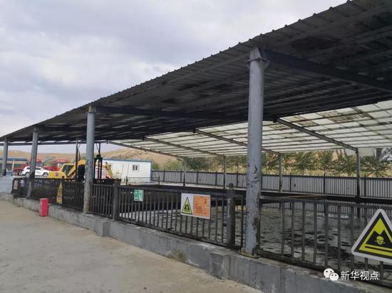 6月19日,杰瑞邦达公司油泥危废违规堆存。新华社记者高敬摄