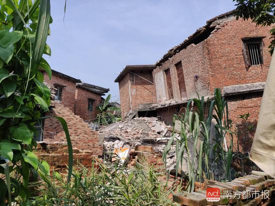 广东鹤山疑现地质下陷事件 部分房屋倒塌居民撤离