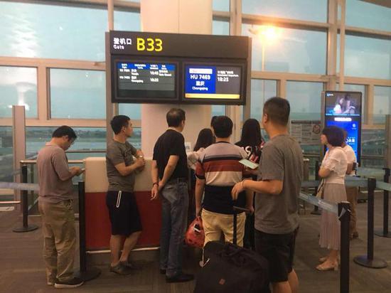 萧山机场一航班因故推迟飞行 部分乘客闻到烟味