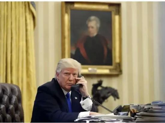 ▲特朗普上任后装修白宫办公室,换上了美国前总统杰克逊的画像 图据美联社