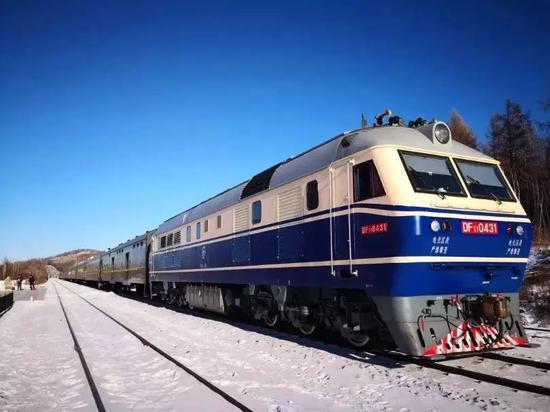 4181/4182次搭客列车    图片起源:中国之声