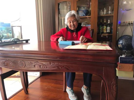 李鳳蓮在家中接受採訪。新京報記者 王俊 攝