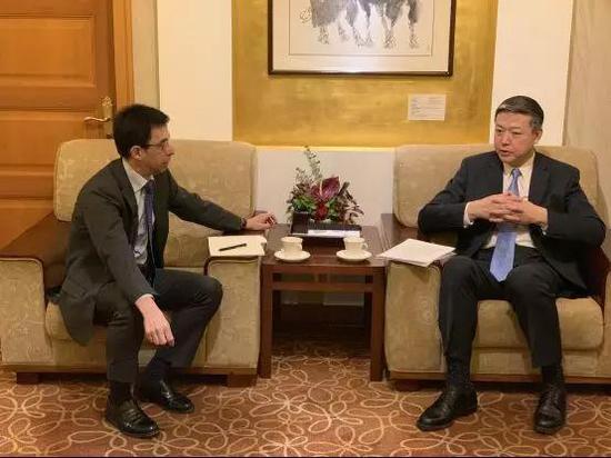 ▲陳雄風約見西班牙駐華使館公使歌華麓。(中國領事服務網)