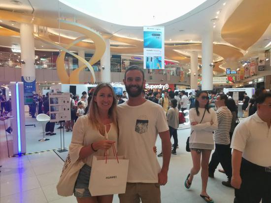 比利时游客在新加坡买到P30 Pro 图自HUAWEI