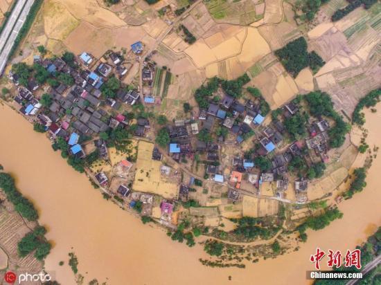 資料圖:廣西桂林全州縣全州鎮趙家村被洪水肆虐後滿目瘡痍。(無人機航拍)唐廣東 攝 圖片來源:ICphoto