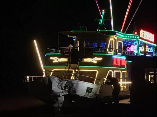 松花江客轮相撞 船上嘈杂声一片多人受伤