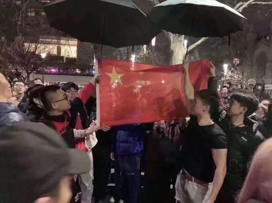 多地疑似港独集会 海外中国人举国旗唱国歌怒怼|示威|游行