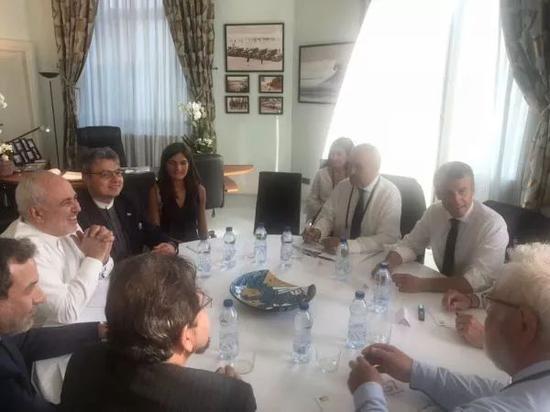 ▲8月25日,伊朗外长扎里夫与法国总统马克龙等在比亚里茨举行会谈。(扎里夫推特)