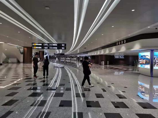 年夜兴国际机场值机年夜厅 中新社 王庆凯 摄