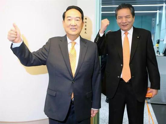 青岛凤凰娱乐传媒公司·黄金期权今日在上期所挂牌交易,进一步完善黄金价格形成机制