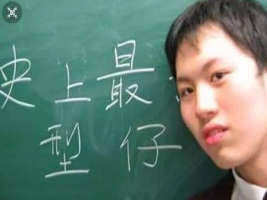 """国际娱乐电子游戏 400多盆植物争奇斗艳 七旬老人30年建起""""盆景园"""""""
