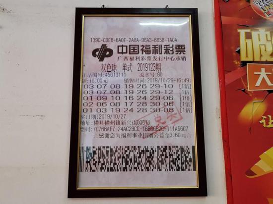 棋牌游戏送23体验金 李克强西安考察临时拐进路边一家肉夹馍小店(图)