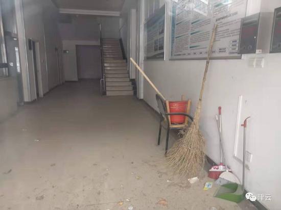 涉案医院内部设施未完全撤走