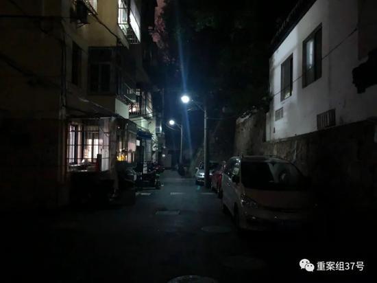 ▲嫌疑人被抓捕处,南京市北京东路东段某小区。新京报记者 卢通 摄