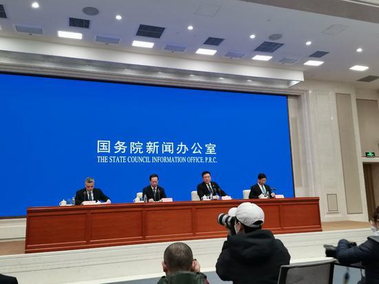 外交部:从世界各地协助接回1300余名滞留海外的中国公民图片