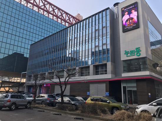 员工确诊后,KBS电视台这栋楼被紧急封锁24小时。(naver blog)