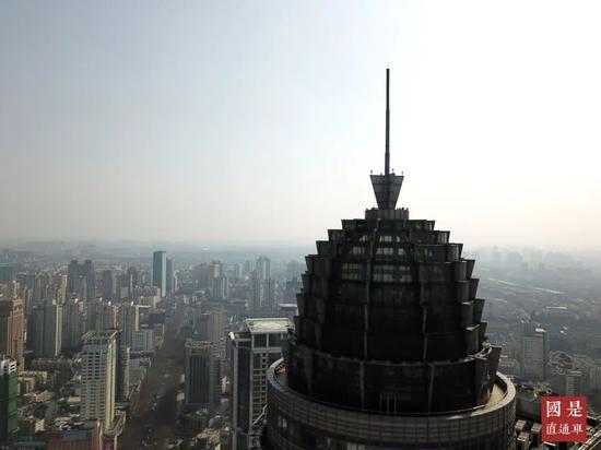 疫情中摔跤的中国楼市会因为美联储放水迅速爬起来么?图片