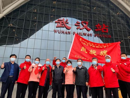 奋战59天!首支驰援武汉的北京医疗队返京图片