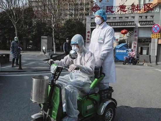 「蓝冠」抗疫在蓝冠基层社区守护人图片