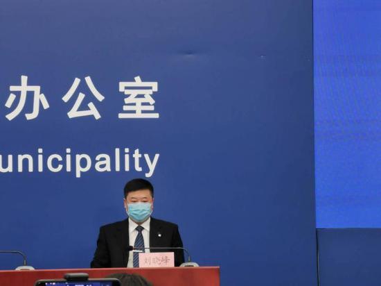 北京:暂停走班制 每位学生间距1米 学生人数较多的班级将错时上学图片