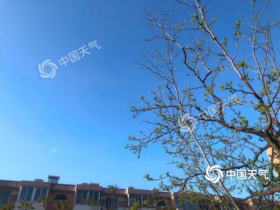 北京今晨天空晴朗。