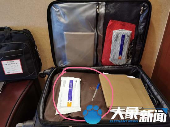 【摩天开户】……摩天开户代表们行李箱图片