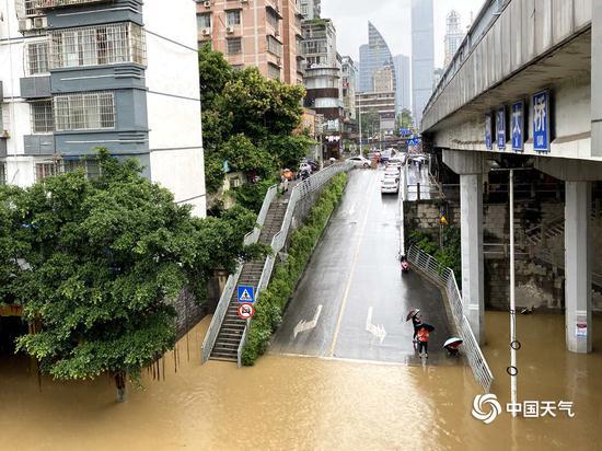 广西柳州强降雨致城市内涝 水位超警戒线现已回落图片