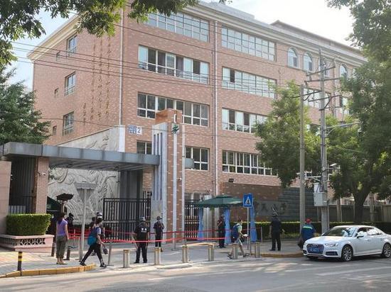 北京确诊病例小区全员核酸检测 隔壁中学仍正常教学图片