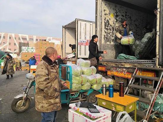 新发地是北京很多小店进货的重要泉源。(图片泉源:视觉中国)
