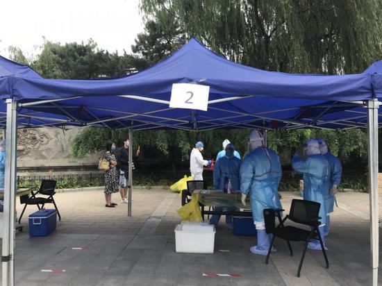 北京西城设立4处集中采样点 已累计采样2.8万余人图片