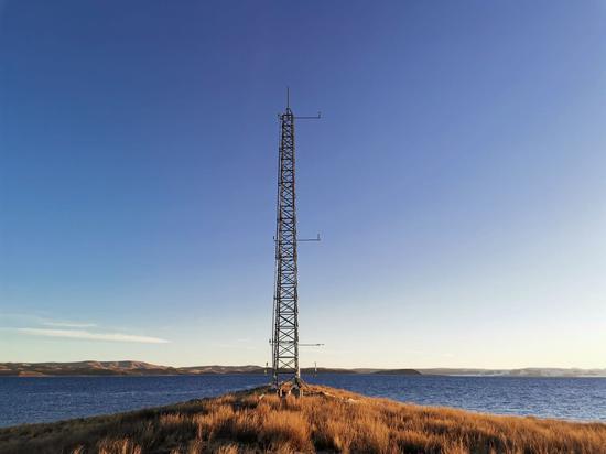 纳木错湖心岛界限层塔。