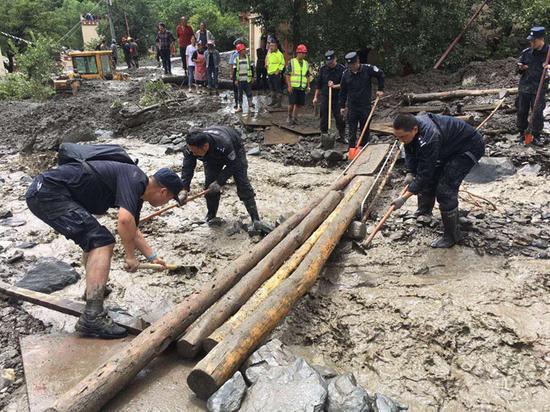 四川小金县山洪泥石流致3死1失联 转移受灾群众53人图片