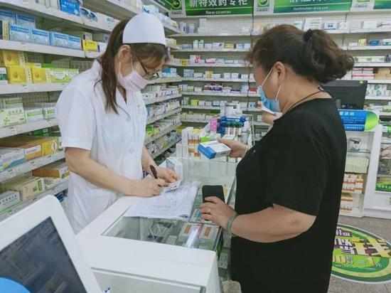 北京丰台药店购买退热、咳嗽类药品须实名制登记图片