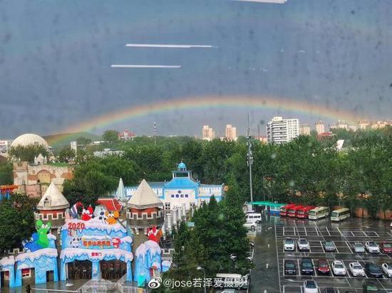 北京降雨后 多名石景山网友目睹彩虹图片