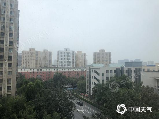 今晨,北京云量较多。(图/江漪)