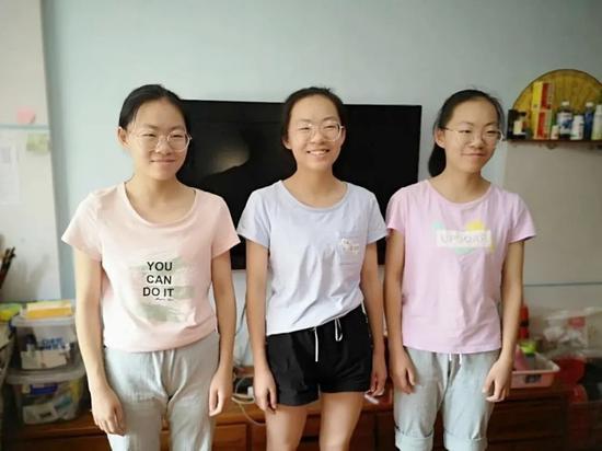 神同步!三胞胎姐妹进了同一所大学(图)