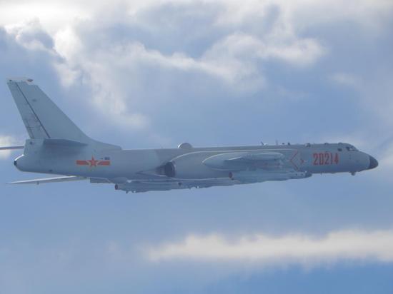 台防务部分公布的9月18日在台海泛起的解放军轰-6轰炸机