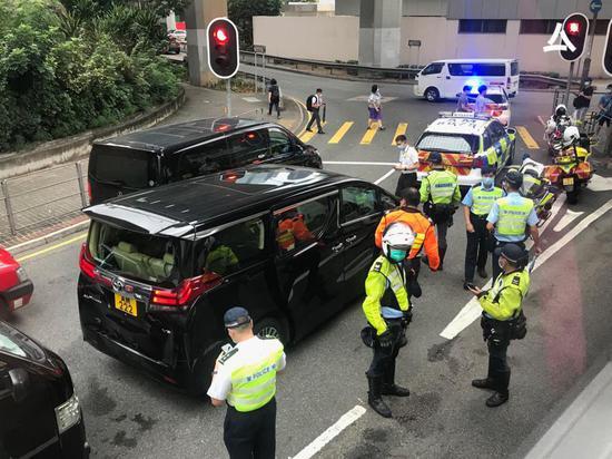 港媒:梁振英座驾与2车相撞 事发时其妻子在车上图片