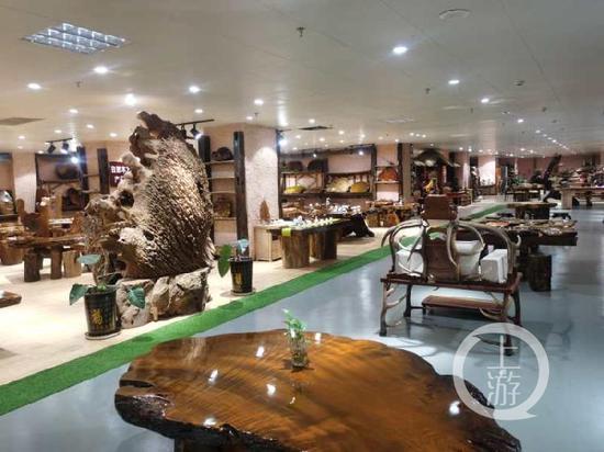 ▲赵云一方称,那柯里项目房间根本都有制品金丝楠木家具和原木。图片泉源/受访者供图