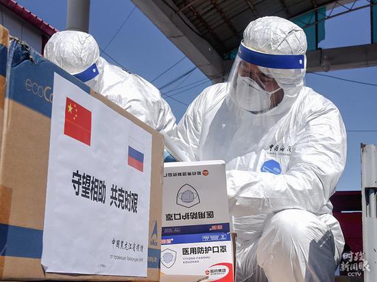 △本年4月份,中国黑龙江向俄罗斯捐赠医用口罩、防护服、断绝服等抗疫物资。