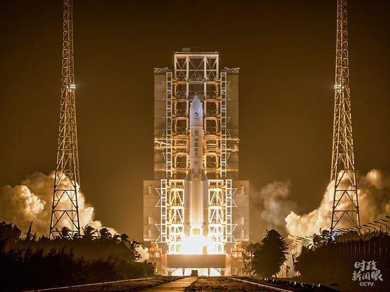 △就在表彰大会当天的破晓,中国在文昌航天发射场乐成发射探月工程嫦娥五号探测器,并开启中国初次地外天体采样返回之旅。(泉源于国度航天局官网)