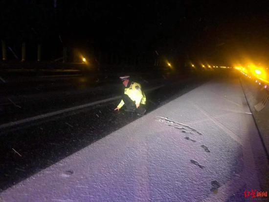 ↑高速路面结冰