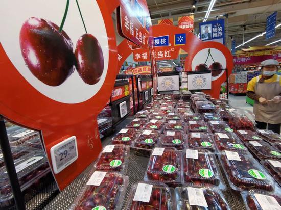 """""""车厘子自由""""背后:奢侈品水果进入中国的30年"""