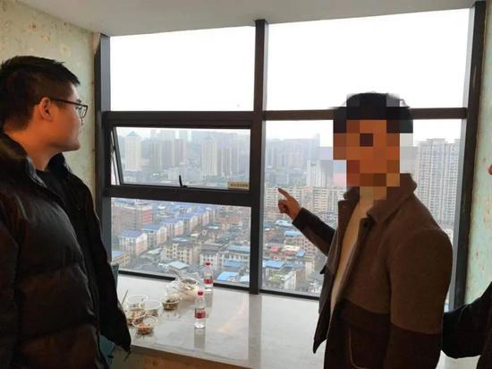 湖南首例!电诈嫌犯把手机扔下25楼毁灭证据,涉嫌高空抛物罪被批捕图片